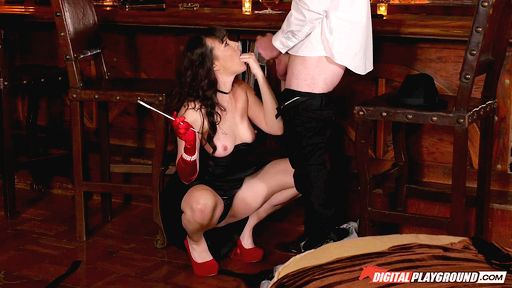 Гангстер заставил секретаршу отсосать член и раздвинуть ножки